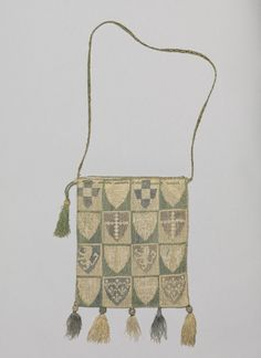 Purse embroidered with English and French coats of arms, linen embroidered with silk and lined with linen, 1st half of 14th century.