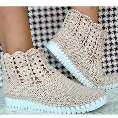 Crochet booties Crochet Sandals, Crochet Boots, Crochet Slippers, Love Crochet, Crochet Baby, Crochet Top, Crochet Shoes Pattern, Shoe Pattern, Botas Boho