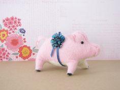 Prize Piglet by MelissaBeePatterns on Etsy