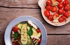 Σαλάτα με ψητό κολοκύθι, χαλούμι και τοματίνια Avocado Toast, Cobb Salad, Salads, Breakfast, Food, Morning Coffee, Essen, Meals, Yemek