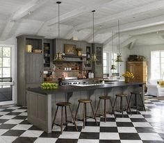 Love checkered floors
