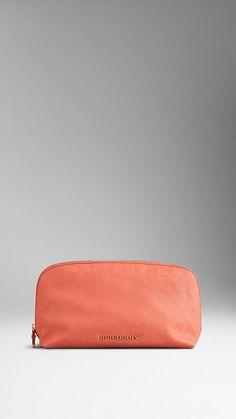 Medium London Leather Beauty Pouch   Burberry