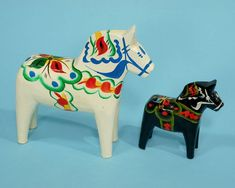 2 Swedish Dala Horses Large & Small Black & White Olsson Sweden Folk Art Vintage