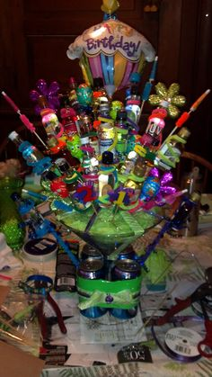 I want fire ball tequila rose flavor vodka grey goose any thing sweet apple crowb apple n red bull n Not your father's Root beer n other surprises Alcohol Bouquet, Liquor Bouquet, Gift Bouquet, 21st Birthday Gifts, Birthday Fun, Birthday Ideas, 21st Bday Ideas, Alcohol Gifts, Diy Gift Baskets
