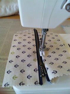 子供たちが「自分が使う~。」と取り合いになったラミネートの生地で作ったペンケース(Slim type)の作り方 ご紹介します。(作り方は一例です。)まず 材料ラミネートの生地 7.5cm X 23cm 2枚20cmファスナーおこ Handmade Bags, Handmade Crafts, Diy And Crafts, Sewing Hacks, Sewing Crafts, Sewing Patterns, Crochet Patterns, Denim Bag, Sewing Accessories
