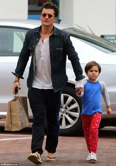 Orlando Bloom treats his little lad Flynn to a shopping trip in Malibu | Daily Mail Online