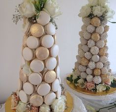 Pretty Yummy Towers - Macaron tower by & strawberry tower by Chocolate Covered Strawberries, Chocolate Dipped, Macarons Chocolate, Cakepops, Macaroon Wedding Cakes, Macaroon Tower, Mini Christmas Cakes, Food Bouquet, Strawberry Tower