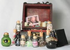 Harry potter trunk of spells- diy project. crafts and diy 2 Harry Potter Miniatures, Harry Potter Potions, Harry Potter Diy, Geek Crafts, Clay Crafts, Kids Crafts, Bottle Charms, Potion Bottle, Harry Potter Birthday