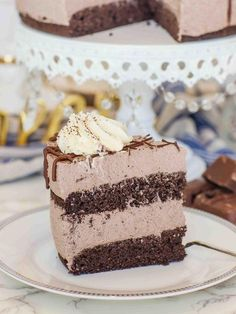 Daily Weight Loss Tips keto chocolate mousse cake sliced on plate.Daily Weight Loss Tips keto chocolate mousse cake sliced on plate Dessert Bars, Dessert Mousse, Keto Chocolate Mousse, Chocolate Recipes, Cake Chocolate, Chocolate Sponge, Healthy Chocolate, Chip Gaines, Stevia