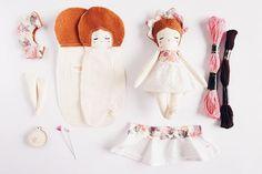 Tomorrow ... don't miss it!!! ✨ . . #handmadedolls #mandarinasdetela #wip #dollmaker #floresmandarinas