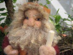 Zwerg Wichtel Gnom Puppe Jahreszeitentisch Filz von Dies und Das auf DaWanda.com