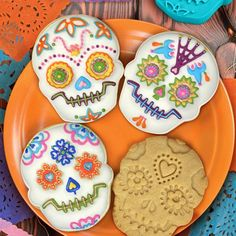 """Fred and Friends sweet spirits cookie stamps for day of the dead. Make your own fiesta a little sweeter with Fred's sweet spirit cookie stamps. You get four flamboyant """"sugar skull"""" cookie stamps in each package. Halloween Cookies, Halloween Treats, Halloween 2014, Spooky Halloween, Halloween Baking, Halloween Queen, Halloween Images, Halloween Items, Fall Treats"""