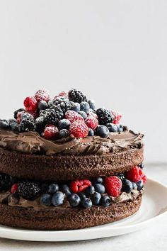 This espresso dark chocolate mascarpone frosting is the perfect addition to your favorite chocolate cake, brownies or even cookies. Super rich and fudgy with the perfect hint of espresso flavor. Homemade Frosting, Frosting Recipes, Cake Recipes, Dessert Recipes, Cupcakes, Cupcake Cakes, Bolo Grande, Bolos Naked Cake, Patisserie Vegan