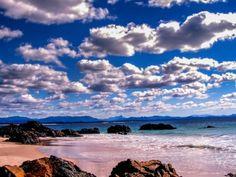Strand von Byron Bay. Der Strand der Byron Bay mit einem wunderbaren Wolkenhimmel.