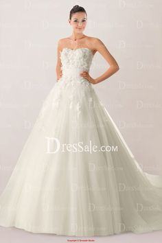 Romantic Sweetheart Princess Bridal Gown Highlighted with Floral Applique