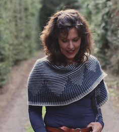 A striking crescent shawl knitted in sport weight yarn, Zelda looks great worn draped around your shoulders with her long slender ends curling to the front, or snuggled up twice around your neck. Casting Off Knitting, Knitting Yarn, Knitting Club, Knitting Sweaters, Shawl Patterns, Knitting Patterns, Knitting Ideas, Knitting Projects, Crochet Patterns