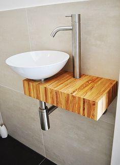 Gevonden op Bing via salpics. Bathroom Countertop Design, Modern Bathroom Sink, Bathroom Toilets, Bathroom Renovations, Small Bathroom, Lave Main Design, Downstairs Loo, Toilet Design, Dining Room Design