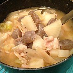 大根を厚めに切ったらほくほく感がとってもよかったです!根菜大好き! ところで豚肉はどうしてお水の段階から入れるのか、どなたか理由を教えてください!! - 5件のもぐもぐ - 豚汁 by xtramedium