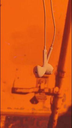 New York Discover Orange Aesthetic, Music Aesthetic, Aesthetic Images, Aesthetic Videos, Aesthetic Pastel Wallpaper, Aesthetic Backgrounds, Aesthetic Wallpapers, Retro Wallpaper, Badass Aesthetic
