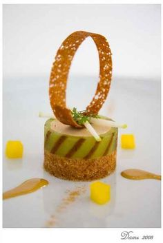 Recipe Foie gras mousse with green apple jelly and cinnamon bread Cooking Movies, Chocolate Garnishes, Apple Jelly, Duck Recipes, Cinnamon Bread, Fancy Desserts, Food Decoration, Food Presentation, Food Design