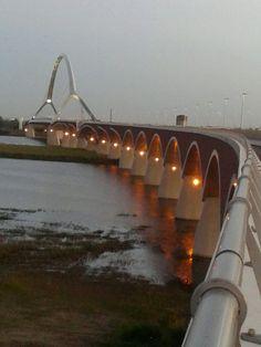 De oversteek Nijmegen.