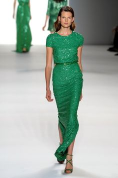 Green Dress by Elie Saab Kelly Green Dresses, Emerald Green Dresses, Beautiful Gowns, Beautiful Outfits, Gorgeous Dress, Elie Saab Kleider, Elie Saab Dresses, Glamour, Green Fashion