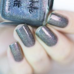 Kitsune is a holographic grey base with a wide variety of color shifting shimmer. Together with the multi colored micro glitter this polish has a