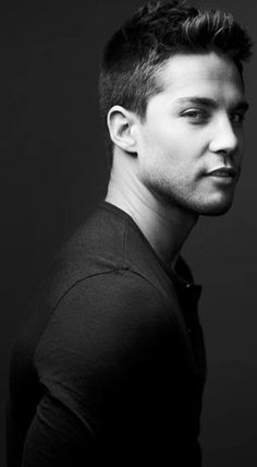 Dean Geyer - Trent Mason