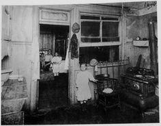 Children in a typical tenement, early photo by Jessie Tarbox Beals Antique Photos, Vintage Pictures, Old Pictures, Old Photos, Time Pictures, Vintage Images, Greenwich Village, Jessie, Vintage Interiors