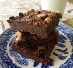 Brownies γιαουρτιού με τριπλή σοκολάτα | Μυρωδάτα Φουρνίσματα - Smells Like Baking Brownies, Desserts, Food, Cake Brownies, Tailgate Desserts, Deserts, Essen, Postres, Meals