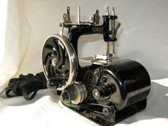 Childs Singer Model 20 Rare Motorised Sewing Machine