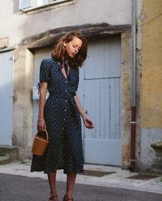 Robe ceinturée von Adenorah X Léon & Harper - Mode Kleider Modelle Look Fashion, Trendy Fashion, Vintage Fashion, Fashion Outfits, Vintage Outfits, Womens Fashion, Dress Fashion, Feminine Fashion, Feminine Style