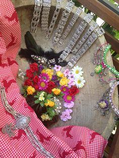Trachtenschmuck und Blumen fürs Haar  WE LOVE