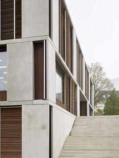 Lernwelt im Quadrat - Schweizer Schulhaus von Peter Moor #contemporaryarchitecture