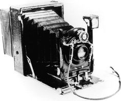 very old photography-teach-it Antique Cameras, Old Cameras, Vintage Cameras, Retro Pictures, Old Photography, Old Love, Something Old, Still Image, Vintage Love
