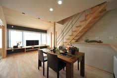 U-Y house: 床材はカバの無垢フローリングにアウロワックスを施工しました。無垢材の温かみが足下から伝わります。