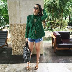 Earlier today ✌️Ultimo look da viagem, tão bom se vestir pra ferias! Kkkk (creditos na tela) #ootd #camilook #jetsetgo