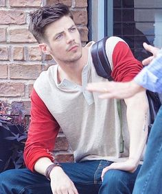 Check out the intensity in Grant's eyes! #Krystal #GrantGustin