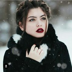 Take beautiful outdoor portrait photography with these 15 tips from professionals. Creative and unusual outdoor portrait photo tips and freebies to prepare your outdoor portrait photoshoot. Outdoor Portrait Photography, Outdoor Portraits, Winter Photography, Beauty Photography, Creative Photography, Digital Photography, Amazing Photography, Photography Jobs, Photography Awards
