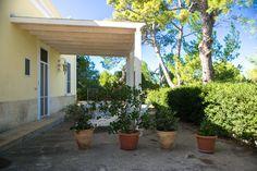 """#Appartamento """"TERRA"""" in Villa con giardino e accesso diretto alla #spiaggia a soli 50 metri, e a 150 metri dalla baia di #Puntaprosciutto."""