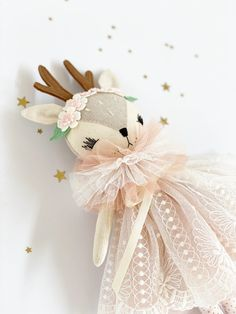 Paige is part of the new Mini Darling Deers Collection! This delightful collection of heirloom dolls is handcrafted with love and detail and made. Fabric Dolls, Paper Dolls, Art Dolls, Softies, Plushies, Sewing Crafts, Sewing Projects, Handmade Stuffed Animals, Fabric Animals