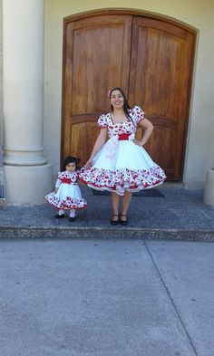 Vestidos de huasa. Mariela Fritz. 954887289 Mother And Child, Dance Outfits, Frocks, Marie, Harajuku, Evening Dresses, Tulle, Flower Girl Dresses, Daughter