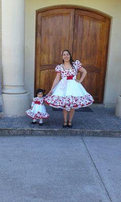 Vestidos de huasa. Mariela Fritz. 954887289