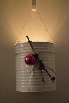 Bekijk de foto van creakrista met als titel wit blik met gaatjes in de vorm van een ster, gepimpt voor kerst. en andere inspirerende plaatjes op Welke.nl.