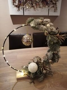 Christmas Candle Decorations, Cool Christmas Trees, Christmas Fireplace, Christmas Swags, Christmas Tree Themes, Christmas Diy, Christmas Ornaments, Deco Floral, Xmas Crafts