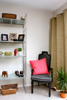 My reading corner. Entryway Bench, Corner, Reading, Places, Furniture, Home Decor, Entry Bench, Lugares, Word Reading