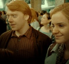 Ron and Hermione Weasley - harry-potter Photo