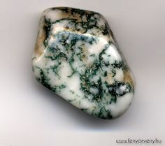 Moss Agate has become the quintessential Gardener's Stone, housing the magic of life and the beauty of nature within it. -- Moss Agate Meaning and Uses Crystals Minerals, Rocks And Minerals, Crystals And Gemstones, Stones And Crystals, Gem Stones, Moss Agate, Agate Stone, Healing Stones, Crystal Healing