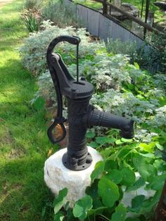 Antique Style  Cast Iron  Water Pump    Beautifully crafted solid Cast Iron Water Pump  Antique old style garden pump  You can let it stand alone as a ..., 1056493104