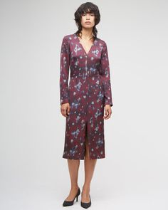 Sleek midi dress carefully crafted in a stretch silk satin with exclusive-to-Jigsaw Smudge Bloom print. Flattering V-neck, full body lining and long sleeves. This signature print was hand-painted in-house by our design team using unique techniques to create a truly individual piece.